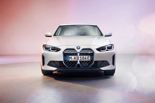 Perkenalkan, Mobil Listrik BMW i4! (381558)