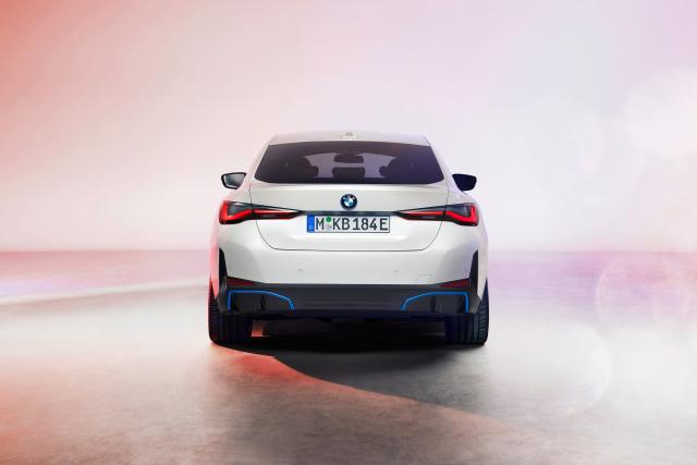 Perkenalkan, Mobil Listrik BMW i4! (381563)
