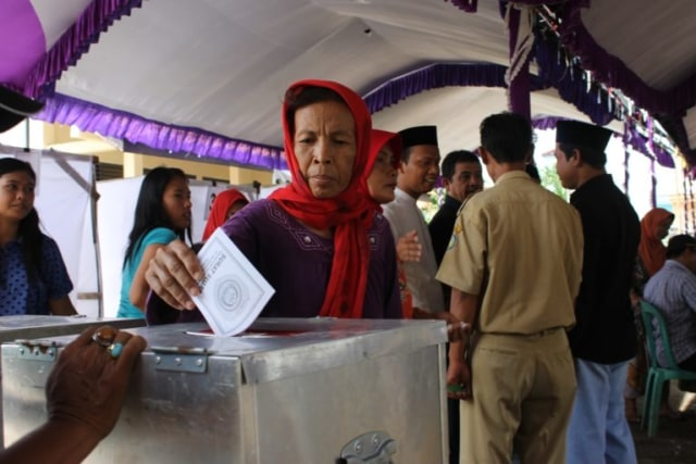 696 Orang Mendaftar Menjadi Bakal Calon Kepala Desa di Indramayu (9764)