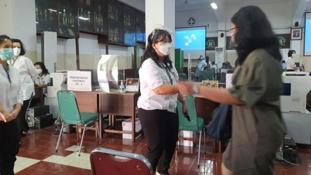 Sentra Vaksinasi Serviam Targetkan 30 Ribu Lansia Disuntik Vaksin Corona (45732)