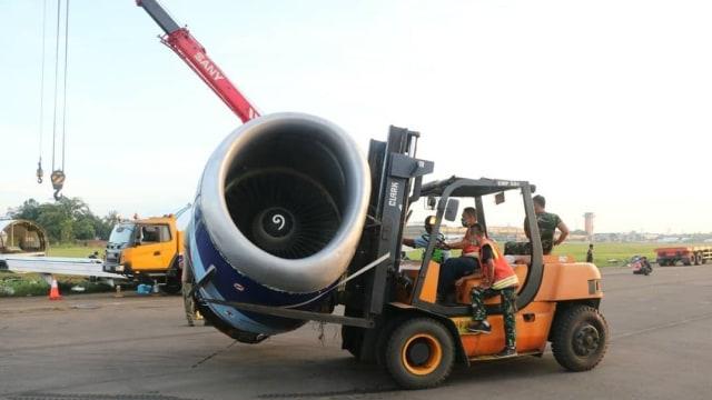 Nasib Trigana Air yang Tergelincir di Bandara Halim: Dipotong Lalu Dievakuasi (399015)