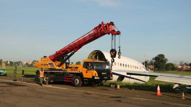 Nasib Trigana Air yang Tergelincir di Bandara Halim: Dipotong Lalu Dievakuasi (399014)