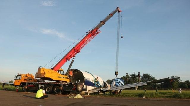 Nasib Trigana Air yang Tergelincir di Bandara Halim: Dipotong Lalu Dievakuasi (399017)