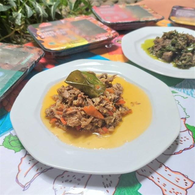 Makan Siang Nasi Panas Pakai Lidah Cabai Hijau Empuk nan Gurih, Hmm Sedap! (382004)