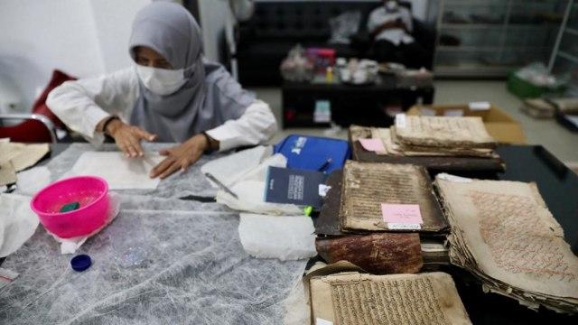 Foto: Menyelamatkan Manuskrip Kuno Aceh, Harta Warisan Tak Ternilai Abad ke-16 (352897)