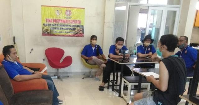 Legislator Tina Wiryawati Fasilitasi Milenial di Banjar, Jabar, Jadi Barista (229439)