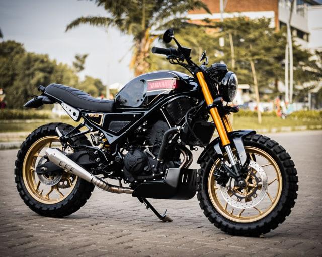 Rombak Yamaha R25 Jadi Ala Moge XSR700, Tampil Sangar! (381080)