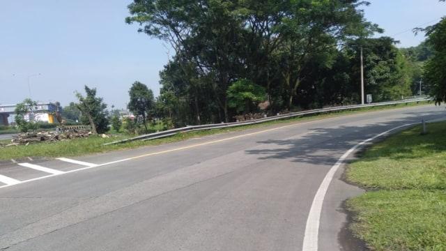 Masuk Tol Baros Padaleunyi Ada Crossing Drainase, Pengemudi Diimbau Waspada (214658)