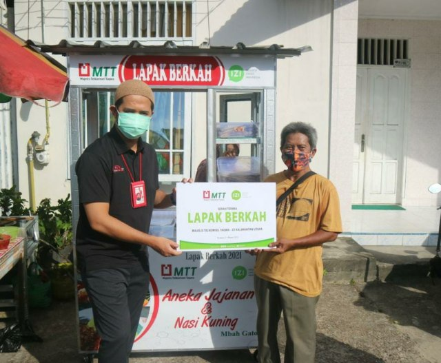 Majelis Telkomsel Taqwa (MTT)  dan Inisiatif Zakat Indonesia (IZI) Bantu UMKM (381732)
