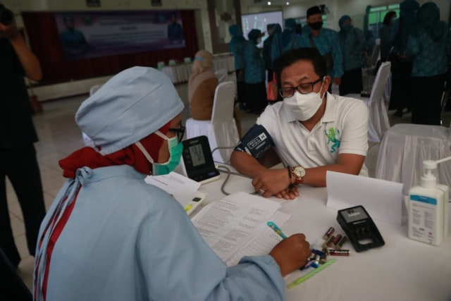 Penyintas COVID-19, Wali Kota Malang Sutiaji Jalani Vaksin Dosis Pertama (268674)