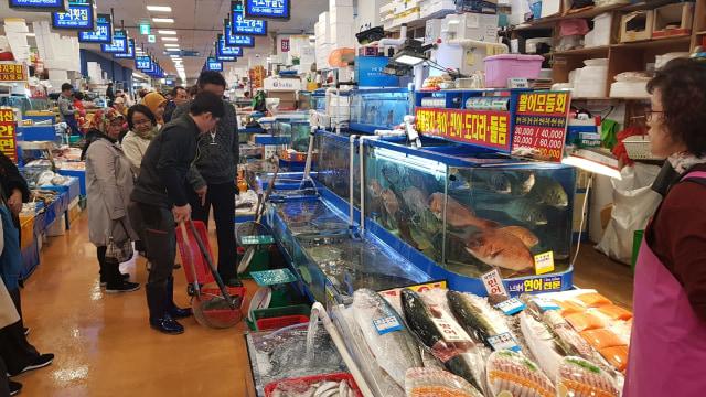 Berburu Alaskan King Crab di Noryangjin Fish Market (319738)
