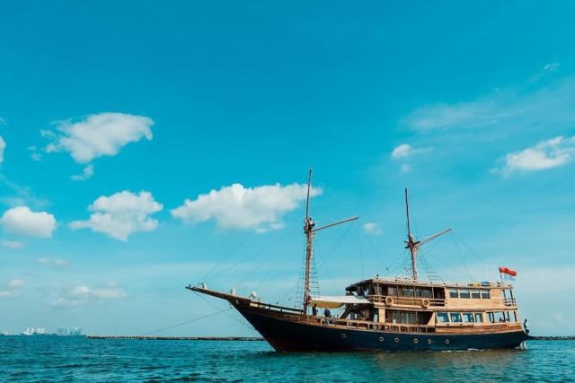 Asyik! Sekarang Bisa Liburan Sambil Naik Kapal Phinisi Keliling Kepulauan Seribu (31177)