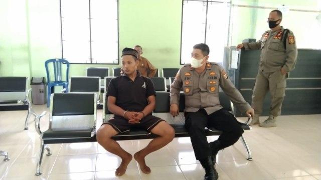 Polisi Serahkan Pelaku Penebas Ayah Kandung ke Rumah Sakit Jiwa Provinsi Lampung (20989)