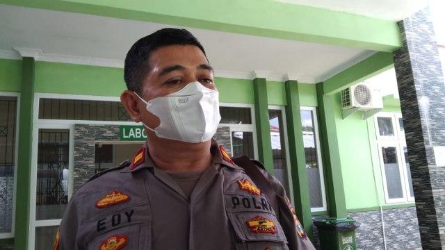 Polisi Serahkan Pelaku Penebas Ayah Kandung ke Rumah Sakit Jiwa Provinsi Lampung (20990)