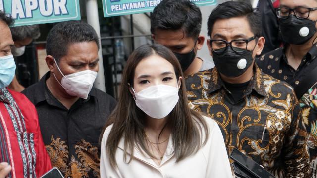 5 Berita Populer: Dewi Perssik vs Denise Chariesta; Reza Arap Dihujat soal Atta (697)