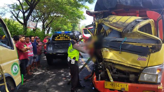 Kecelakaan di Bojonegoro, Seorang Pengemudi Truk Tewas di TKP (3258)