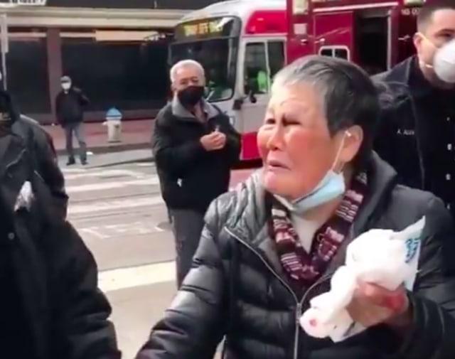 Hebat, Nenek Korban Rasisme Ini Sukses Bikin Babak Belur Penyerangnya (228440)