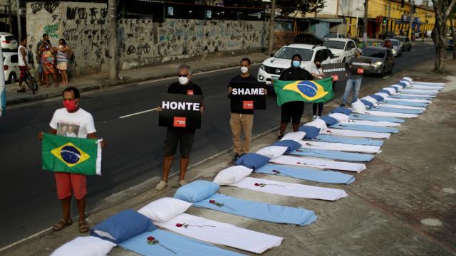 Ribuan Warga Brasil Pukul Panci, Bentuk Protes Atas Buruknya Penanganan  COVID-19 | kumparan.com