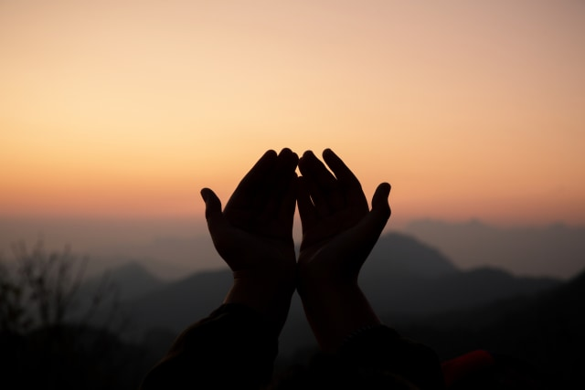 Bacaan Doa Buka Puasa Arafah Lengkap dengan Artinya (203539)