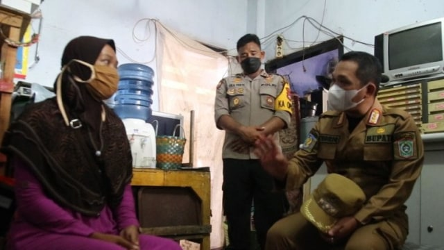 Didatangi Bupati, Ibu di Lumajang Tak Jadi Jual Ginjal untuk Bayar Utang (319359)