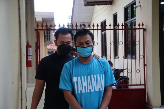 Warga Pemalang Dibekuk Polisi Saat Sedang Main Judi Togel Online di Warung (14007)