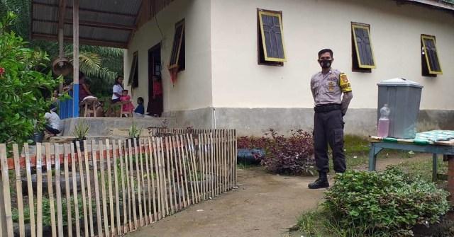 Beri Rasa Aman, Polisi di Pasangkayu Lakukan Pengamanan Ibadah di Gereja (51419)