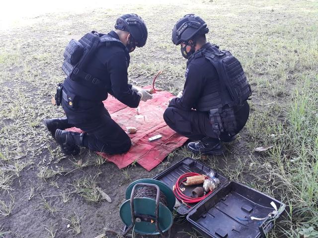 Gegana Ledakkan Peluru Mortir Tua di Malang (92800)