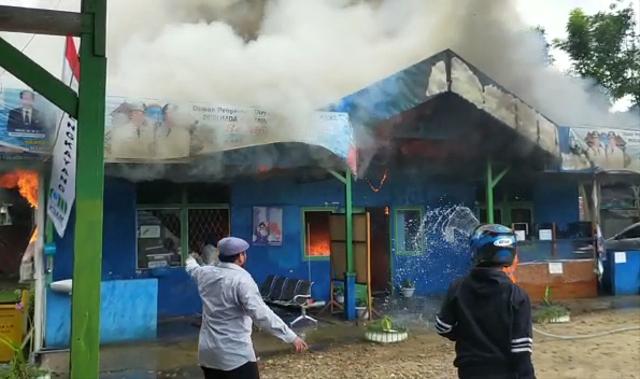 Video: Kebakaran Kantor PDAM Bengkayang (33949)