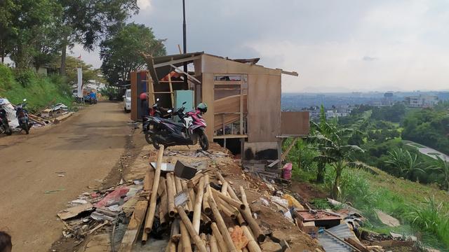 6 Orang Luka dan 206 Rumah Rusak Akibat Angin Puting Beliung di Cimenyan Bandung (292615)