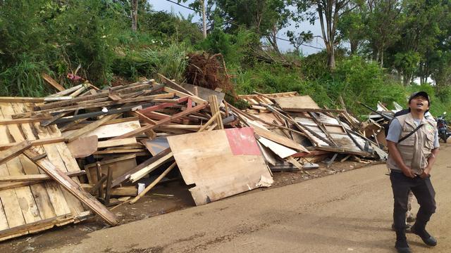 6 Orang Luka dan 206 Rumah Rusak Akibat Angin Puting Beliung di Cimenyan Bandung (292613)