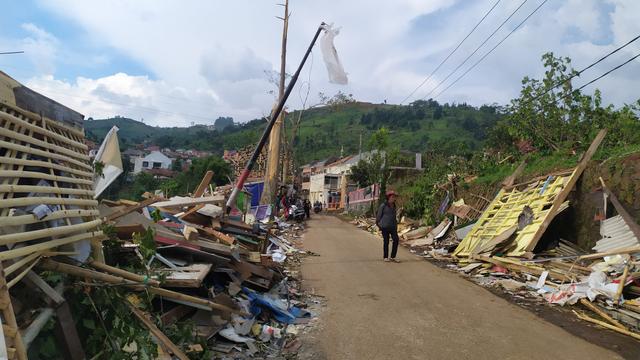 2 Sekolah dan 20 Hektar Sawah Juga Rusak Akibat Puting Beliung di Cimenyan (66195)