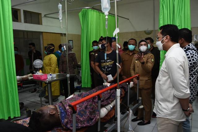 Pemkab Indramayu Jamin Pengobatan Bagi Korban Ledakan di Kilang Balongan (758)