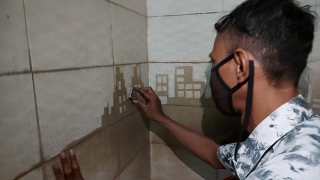 Petugas Kebersihan Kreatif, Toilet Pasar Gede Solo Jadi Media Seni (302671)
