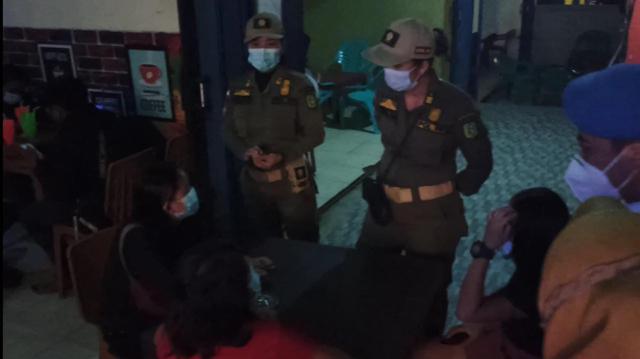 Razia di Bengkayang, Petugas Temukan Anak-anak di Tempat Hiburan Malam  (35729)