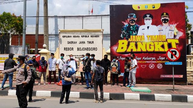 Aliansi Wartawan se-Bojonegoro Gelar Aksi Solidaritas untuk Nurhadi (69371)