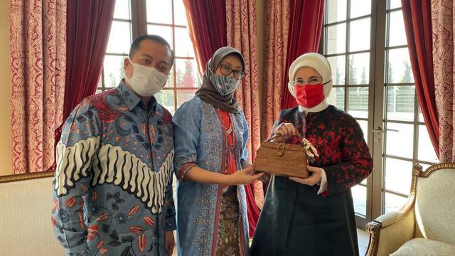 Istri Erdogan Antusias Terima Batik dan Kerajinan Tangan Indonesia (524017)
