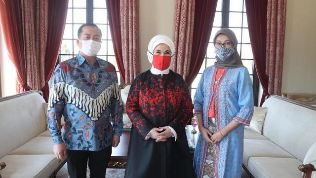 Istri Erdogan Antusias Terima Batik dan Kerajinan Tangan Indonesia (524018)
