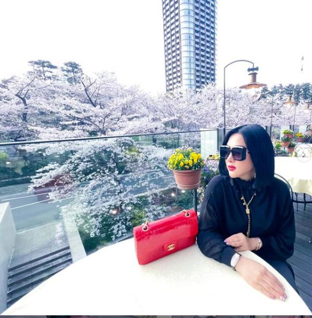 Bikin Melongo, Intip Aksesoris Syahrini di Jepang yang Capai Rp 200 Juta (2040)