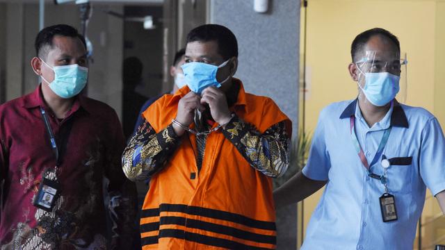 KPK Ungkap Stiker Bergambar Bupati Bandung Barat di Bansos yang Diduga Dikorupsi (260559)