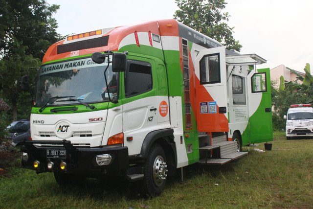 Humanity Food Truck Sajikan Pangan bagi Pengungsi Ledakan Kilang Minyak Balongan (180581)