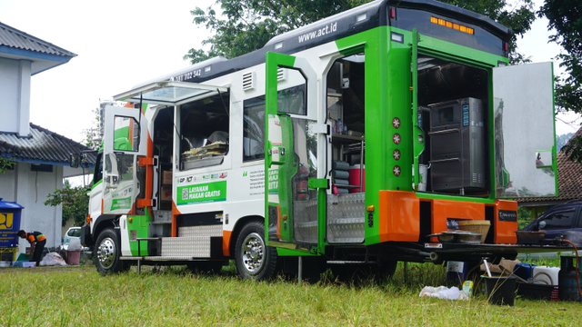 Humanity Food Truck Sajikan Pangan bagi Pengungsi Ledakan Kilang Minyak Balongan (180582)