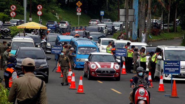 2 Travel Gelap Angkut Pemudik Diamankan di Bogor, Pasang Tarif hingga Rp 1 Juta (155258)