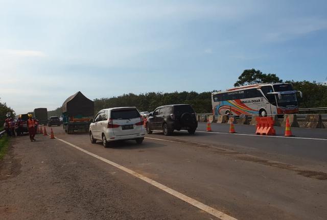 Jalur KM 122 Tol Cipali yang Ambles Sudah Kembali Normal (95127)