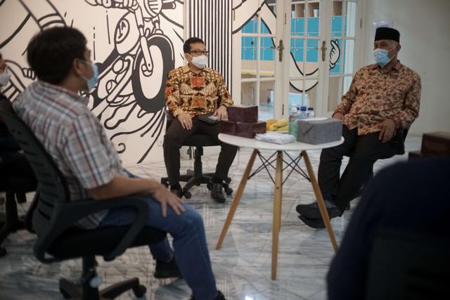Foto: Gubernur Sumbar Mahyeldi Ansharullah Kunjungi Kantor kumparan (70306)