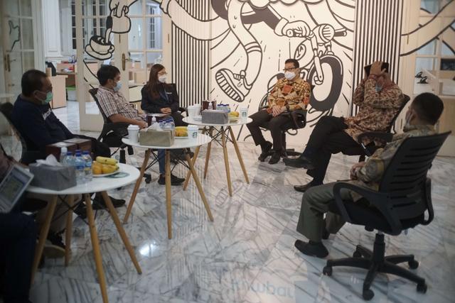 Foto: Gubernur Sumbar Mahyeldi Ansharullah Kunjungi Kantor kumparan (70301)