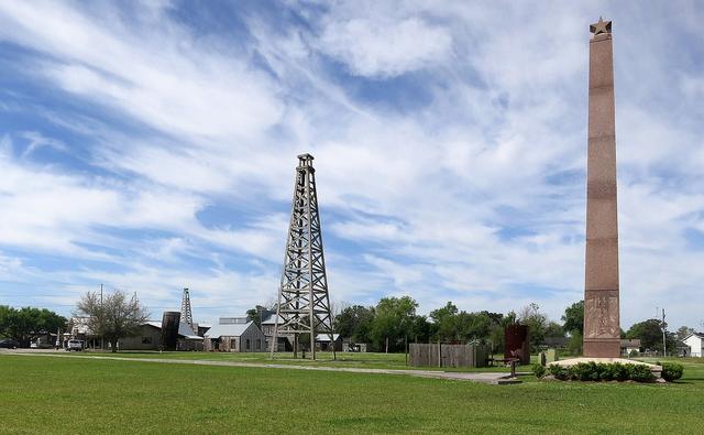 Spindletop: Titik Awal Sejarah Industri Sumur Minyak Terhebat di Amerika Serikat (262524)