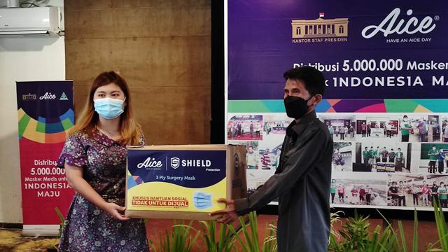 Kolaborasi Aice, GP Ansor dan KSP, Penggali Kubur Juga Dapat Bantuan Masker (41899)