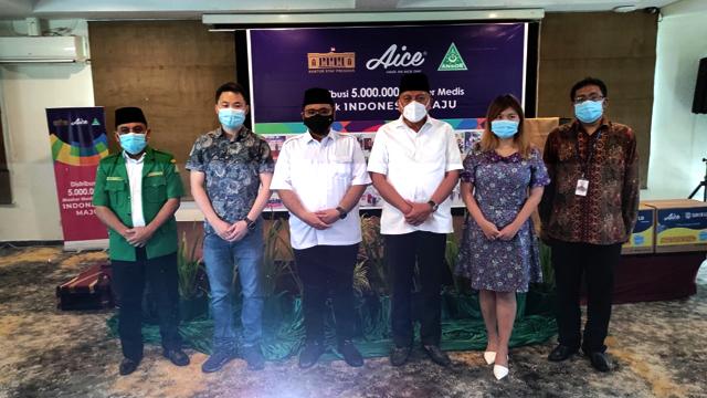 Kolaborasi Aice, GP Ansor dan KSP, Penggali Kubur Juga Dapat Bantuan Masker (41900)