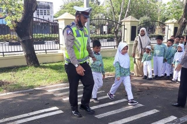 Ketika Polisi di Aceh Mengajari Anak Usia Dini Tertib Lalu Lintas (365056)