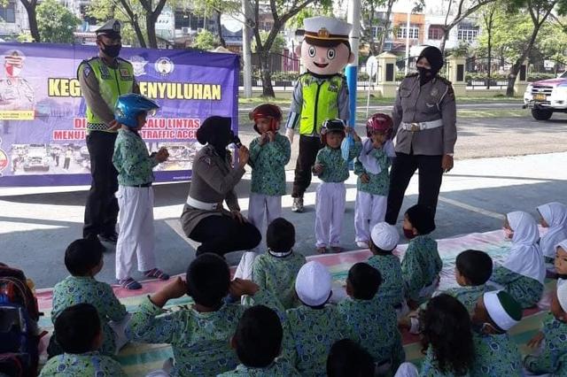 Ketika Polisi di Aceh Mengajari Anak Usia Dini Tertib Lalu Lintas (365057)